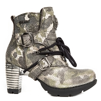 Ladies Camouflage Trail Boots