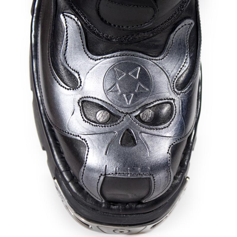 5d4cd33c04 Leather Goth Boots w Flaming Skulls