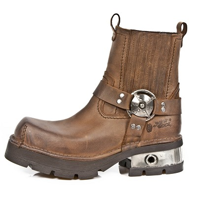 High Quality Light Brown Leather Motorcycle Ankle Boots. Upper part is stretchy so they are easy to put right on. Metal Heel.