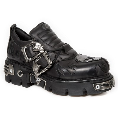 Lowcut Ankle Boots w Silver Skull. 2 Skull Buckles and Laces.